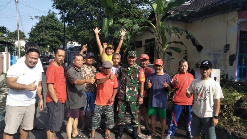 Babinsa Nusukan Membudayakan Kembali Nilai Gotong Royong Dalam Partisipasi dalam Membuat  Lingkungan Sehat dan Bersih
