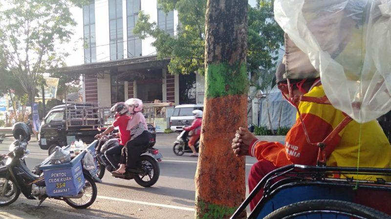 Ngabuburit di Sekitar Perempatan Penceng Pacitan, Jawa Timur