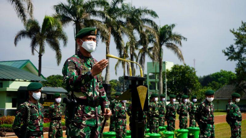 Dukung Program Ketahanan Pangan, Pangdivif 2 Kostrad Berikan 2000 Tong Budikdamber dan Bibit Sayuran Kepada Prajurit
