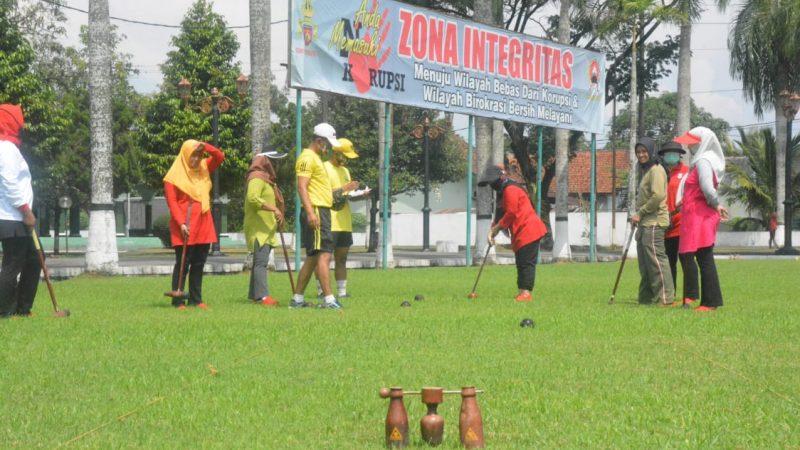 Jaga Imunitas, Persit KCK Koorcab Rem 071 PD IV/Diponegoro Bermain Wood Ball