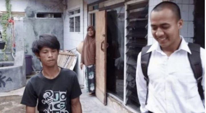 Kisah Persahabatan Prajurit TNI Haidir Anam dengan Sandi Rihata (Difabel)