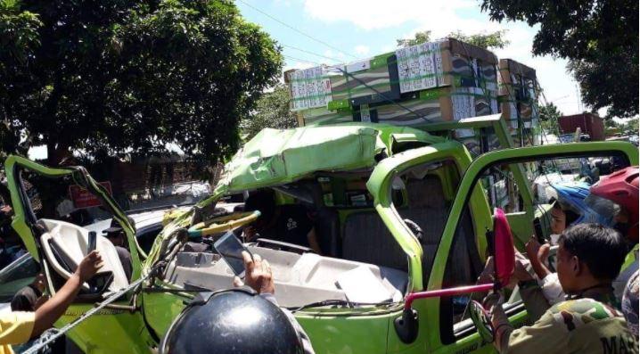 Koramil 14 Kabat Banyuwangi Evakuasi Laka Truk, Satu Meninggal Dua Kritis