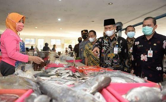 Plh Bupati Pacitan Heru Wiwoho, Tinjau Pasar Pastikan Kebutuhan Pokok Selama Ramadan Aman