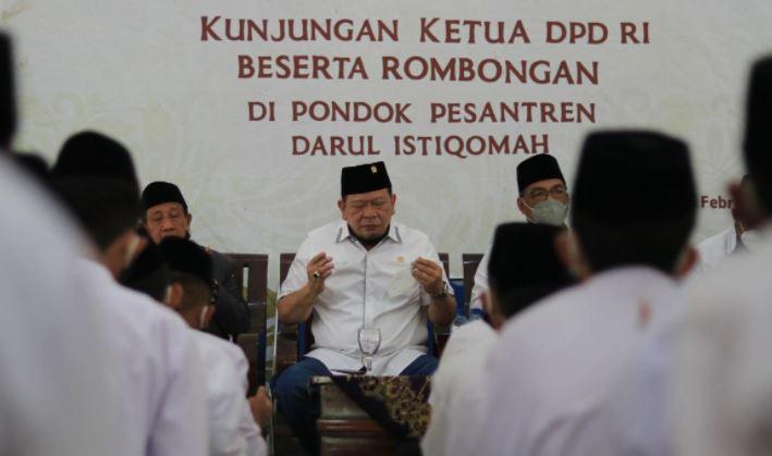 Ketua DPD RI, Ajak Masyarakat Patuhi Anjuran Pemerintah Pelaksanaan Sholat Idul Fitri,  Zona Merah Sebaiknya Sholat di Rumah