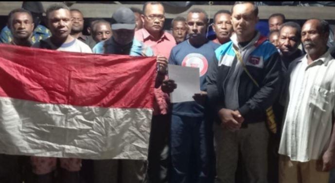 Pentolan Teroris OPM Papua Alex Hamberi Cs,  Menyerahkan Diri