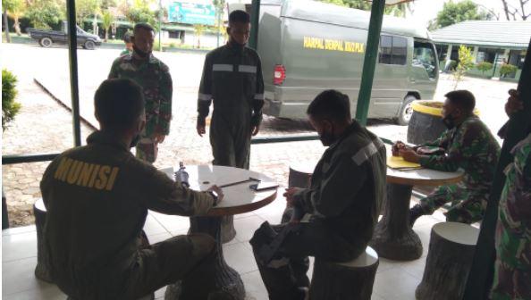 Tim Asnik Denpal 102 Cekatan dan Telaten dalam Bongkar Pasang Senjata Militer