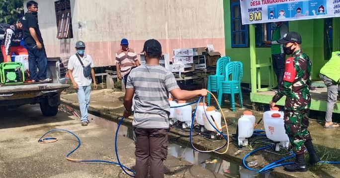 Babinsa Koramil 1011-16/Banama Tingan Laksanakan Pendampingan Penyemprotan Desinfektan