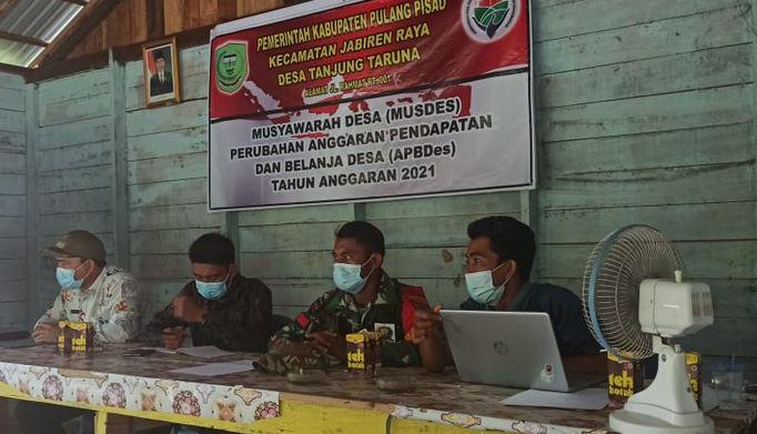 Babinsa Tanjung Taruna Monitoring Rapat Musyawarah Pembangunan Desa TA.2021