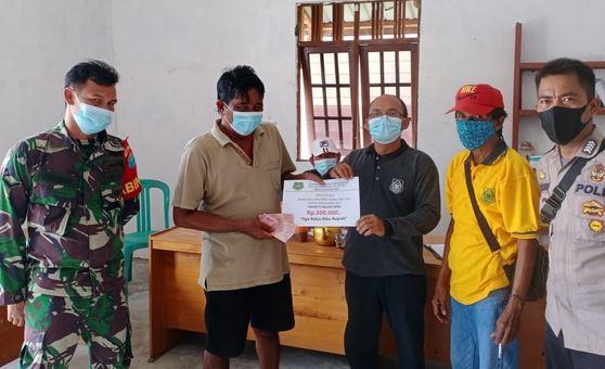 Babinsa Koramil 1011-10/Kapuas Tengah Melaksanakan Pengawalan Penyaluran BLT Dana Desa