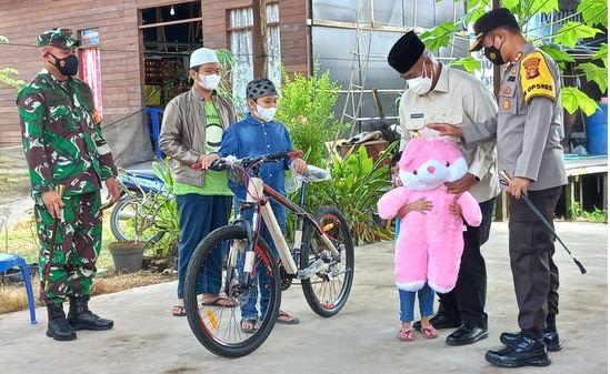 Melalui Forkopimda Kukar, Presiden Jokowi Berikan Santunan Anak Yatim Piatu Akibat Covid-19