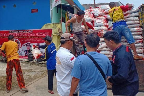 FORSI UMKM Sriwijaya OKI Sukses Bagikan Bantuan Beras Gubernur Sumsel Kepada Masyarakat