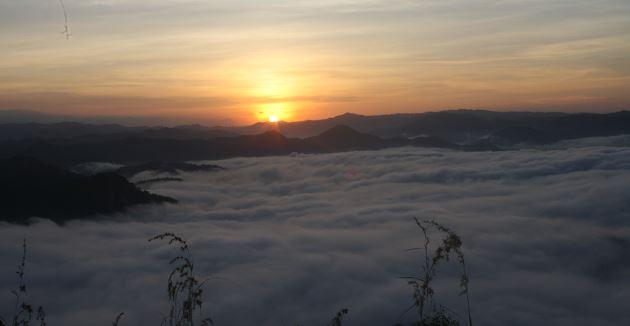 Bukit Tompe Pacitan  Menyimpan Sensasi  Sejuta Pesona  Penuh Makna