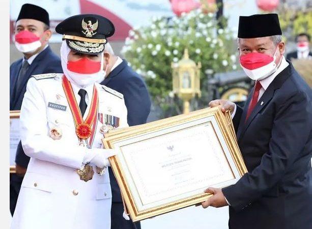 HUT ke-76 RI, Gubernur Jatim Serahkan 3 Sertifikat  WBTB 2020 Indonesia Kepada Kab. Pacitan