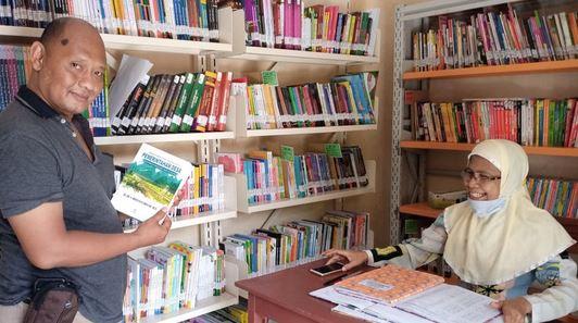 Perpustakaan Desa Srandil Ponorogo Bertahan dalam Derasnya Informasi Digital