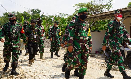 Kadispenad Didampingi Danrem 061/Sk Tinjau Program TMMD ke 112 di Klapanunggal Kab Bogor