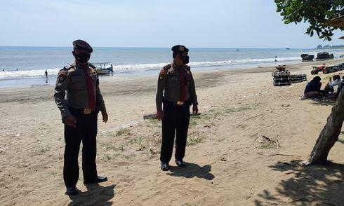 Patroli di Pantai Anyer dan Carita, Ditpamobvit Polda Banten Berikan Imbauan Prokes