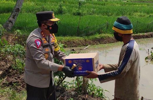 Ribuan Paket Sembako Dibagikan Korlantas Polri  Bakti Sosial di Pandeglang