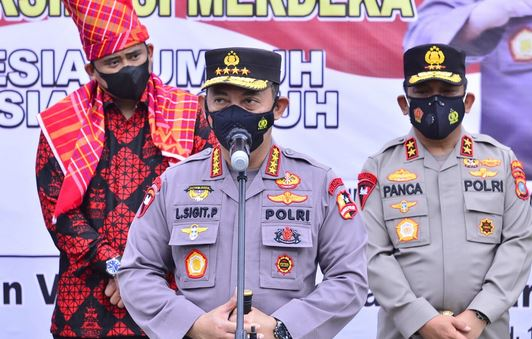 Tinjau Vaksinasi Serentak 31 Titik di Sumut, Kapolri Pastikan Target Presiden Jokowi Tercapai